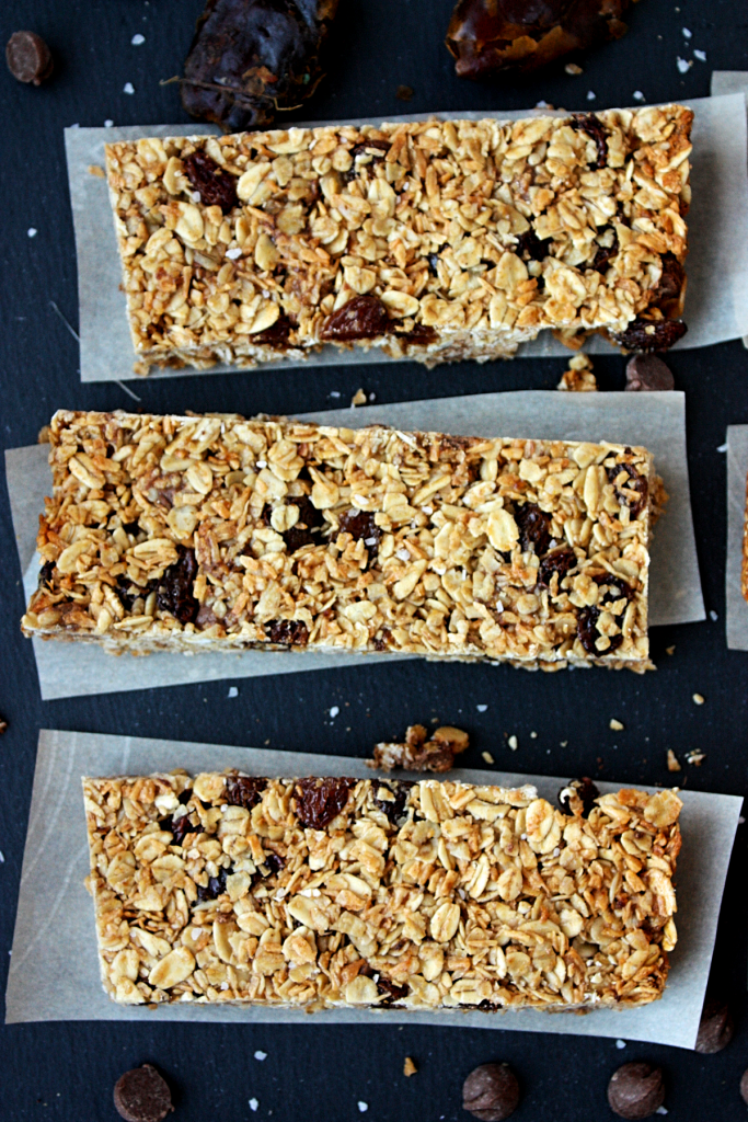 school-friendly chocolate chip raisin granola bars