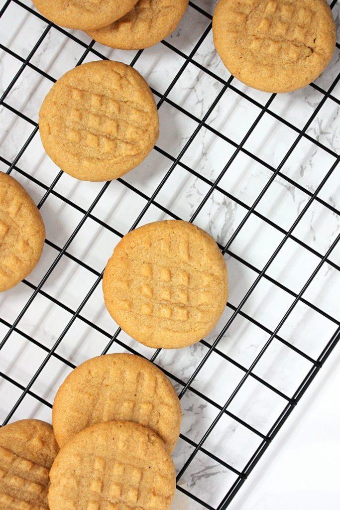 Peanut Butter Shortbread Cookies on a baking rack.